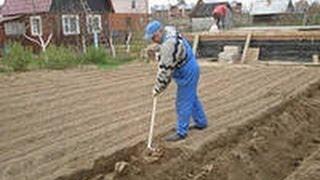 getlinkyoutube.com-Как нужно копать огород. Уникальная лопата.