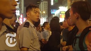 getlinkyoutube.com-Hong Kong Protest 2014: Scenes of Chaos | The New York Times