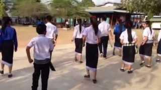 getlinkyoutube.com-นักเรียนลาวเต้นต้อนรับ น่าฮัก^^