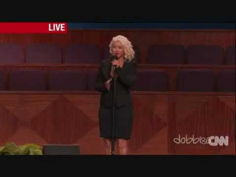 Christina Aguilera le llega el período Durante el funeral de ETTA JAMES