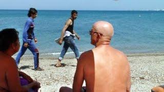 getlinkyoutube.com-Kulturschock: Flüchtlingsdrama im Urlauberparadies