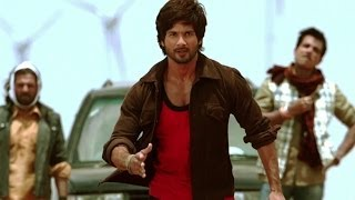 getlinkyoutube.com-Shahid gets Violent in public - R... Rajkumar