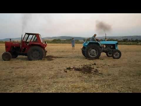 Pacaliti cu tractoare. Accident cu tractorul. Tractor crash - www.Pacaliti.Net