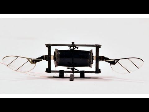 Výzkumníci představili novou generaci mini dronů