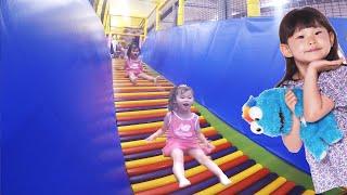 getlinkyoutube.com-라임이가 초대형 미끄럼틀에 도전하다! 키즈스포츠클럽 챔피온 키즈카페 실내 놀이터 장난감 놀이 Indoor Playground Family Fun for Kids 라임튜브