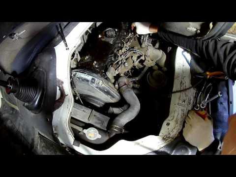Снимаем топливные форсунки и меняем распылители на Тойота Дюна 3L 1996 года Toyota Dyna
