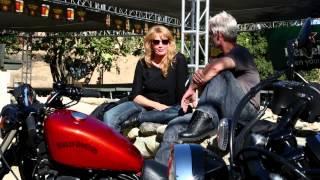 getlinkyoutube.com-Harley-Davidson Iron 883 vs. Yamaha Star Bolt R-Spec