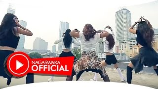 getlinkyoutube.com-Devy Berlian - PHP ( Pemberi Harapan Palsu ) Remix Version - Official Music Video - NAGASWARA