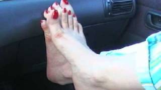 getlinkyoutube.com-Sara a piedi in automobile