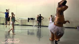 getlinkyoutube.com-T Rex Dancing Ballet