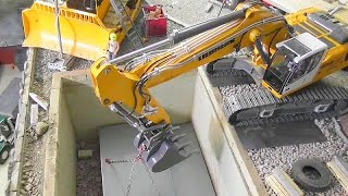 getlinkyoutube.com-R/C LIVE ACTION WITH THE LIEBHER RC EXCAVATOR 956