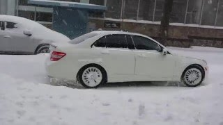 getlinkyoutube.com-pulling out of the snow ,mercedes c250 4M