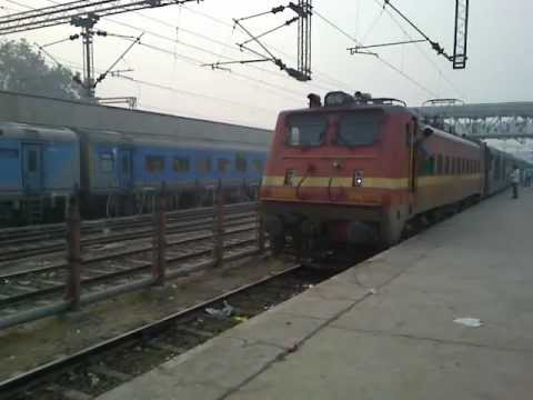 MAS NZM Garib Rath Express honks & departs from Agra Cantt station