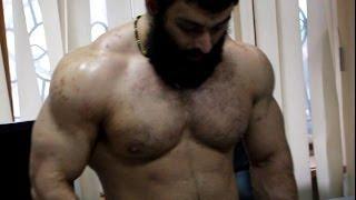 getlinkyoutube.com-Накаченный Бородач: Сумасшедшие упражнения с гирей в офисе