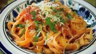 getlinkyoutube.com-Como preparar Pasta Italiana fettuccini con salsa de tomate