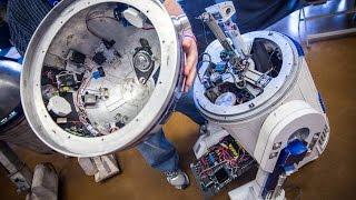 getlinkyoutube.com-The Anatomy of an R2-D2 Astromech Droid!