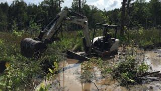 getlinkyoutube.com-How to: Unstick A Trackhoe Mini Excavator Stuck Mud