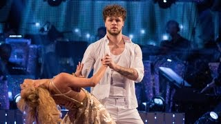 getlinkyoutube.com-Jay McGuiness & Aliona Vilani Showdance to 'Can't Feel My Face' - Strictly Come Dancing: 2015