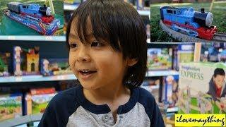 getlinkyoutube.com-Thomas the Tank Engine! Talking Thomas Trackmaster Toy Train