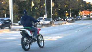 getlinkyoutube.com-BALTIMORE POLICE SPEED UP TO HIT DIRTBIKE