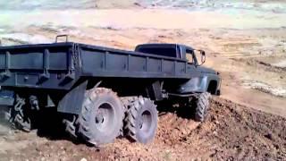 getlinkyoutube.com-Ford F600 6x6 subindo morro part 2