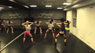 getlinkyoutube.com-White Girls Twerking to CHASE MILLONS MUSIC  (Choreography)