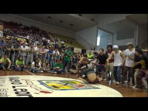 THE RIVAL CREW VS FUNKY STYLE BBOY CITY MEX 2011