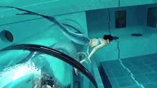 getlinkyoutube.com-Mermaid Show In World's Deepest Pool Y-40