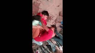 getlinkyoutube.com-Sharabi ki pitayi vo bhi mahila ne ki