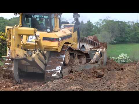 CAT D8T BULLDOZER USING RIPPER