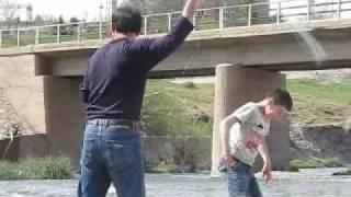 getlinkyoutube.com-Şırnak İkizce'de Balık Avı 2