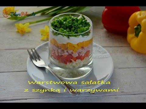 Warstwowa sałatka z szynką i warzywami
