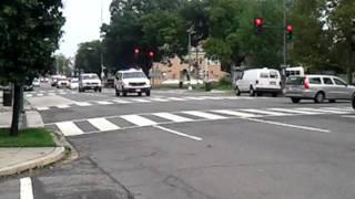 getlinkyoutube.com-5 Metro Police cars running code 3 (lights and sirens)