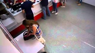 getlinkyoutube.com-Ржач Девушка украла в супермаркете канцелярский нож