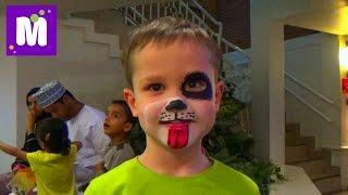getlinkyoutube.com-Макс в Дубаи День #3 делает Киндер шоколад в детском городке профессий Кидзания VLOG Dubai Kidzania