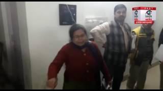 देहरादून: देखिये वीडियो, महिला का सचिवालय में हँगामा... आम आदमी का मुख्यमंत्री है वो