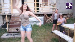 getlinkyoutube.com-ულამაზესი ქართველი გოგოს ცეკვა სოფელში