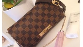 getlinkyoutube.com-Louis Vuitton Favorite PM vs. Eva Clutch in Damier Ebene