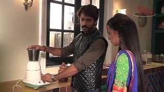 getlinkyoutube.com-Rangrasiya   Rudra Teaches Paaro to Operate Technical Stuff