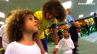 "getlinkyoutube.com-David Luiz realiza o sonho do ""Mini David Luiz"""