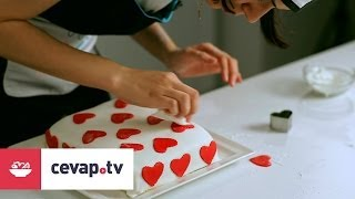 getlinkyoutube.com-Şeker hamurlu çilekli pasta nasıl yapılır?