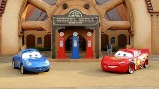 getlinkyoutube.com-Cars Land Resort in Orlando Visit Radiator Springs Wheel Well Motel & Luigi's Casa Della Tires FL