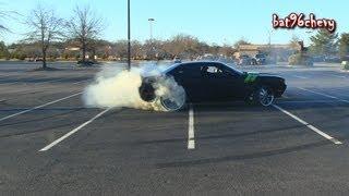getlinkyoutube.com-2011 Dodge Challenger R/T DOING DONUTS on 24's/26's, 6 Speed Manual - 1080p HD