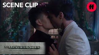 getlinkyoutube.com-Shadowhunters   1x12 - Malec  Freeform