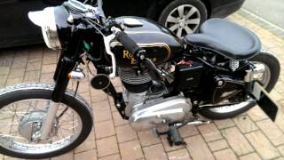 getlinkyoutube.com-Royal Enfield Bobber.