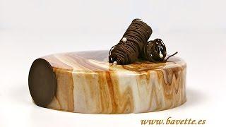 getlinkyoutube.com-Glaseado espejo con dos chocolates, efecto marmolado
