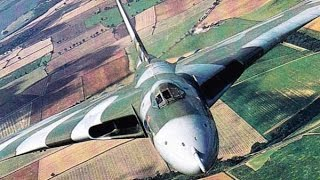getlinkyoutube.com-Avro Vulcan XH558 - Returning home to WOODFORD - 27 06 15