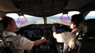 getlinkyoutube.com-Cockpit View - Norwegian 787 Dreamliner Landing at Stockholm Arlanda