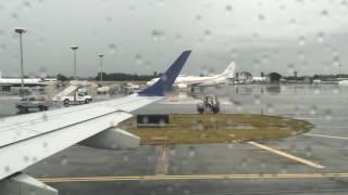 JetBlue Embraer 190 Rainy Takeoff Cancun, Mexico