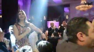 getlinkyoutube.com-برقص وغناء شعبي.. بوسي تشعل حفل زفاف شقيق الفنان شريف عمر